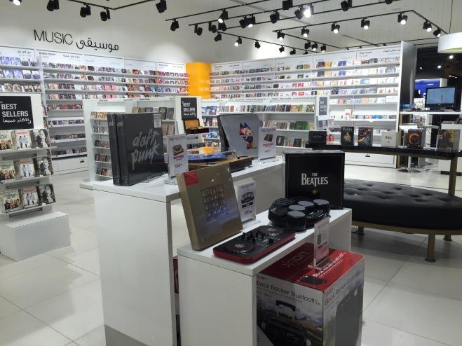 Fnac store in Qatar جولة في متجر فناك في قطر